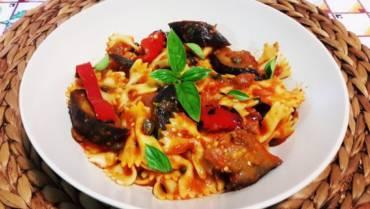 Eggplant, chilli & roast capsicum pasta