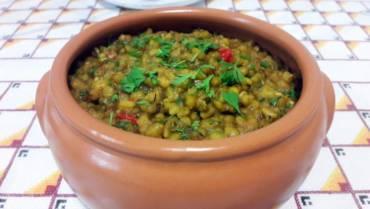 Spicy mung bean dhal